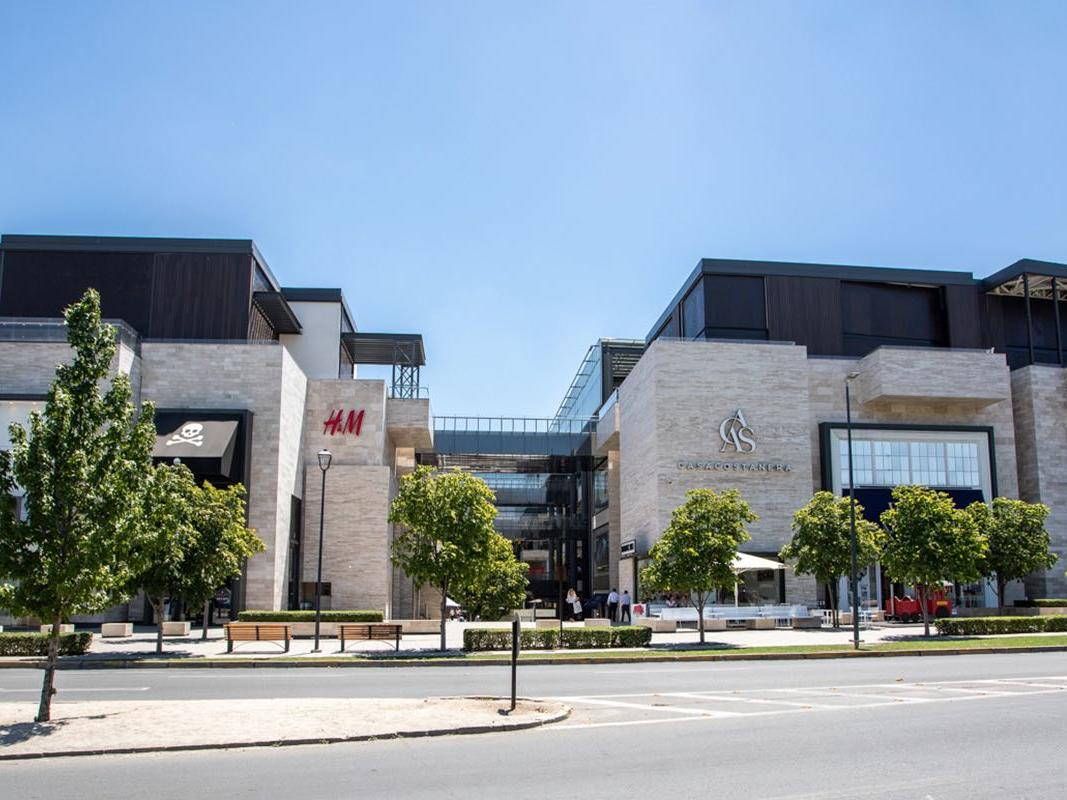 H&M & Casa Costanera near NOI Vitacura hotel
