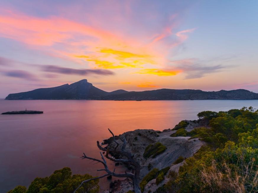 Vista de la isla de Sa Dragonera desde Sant Elm Mallorca