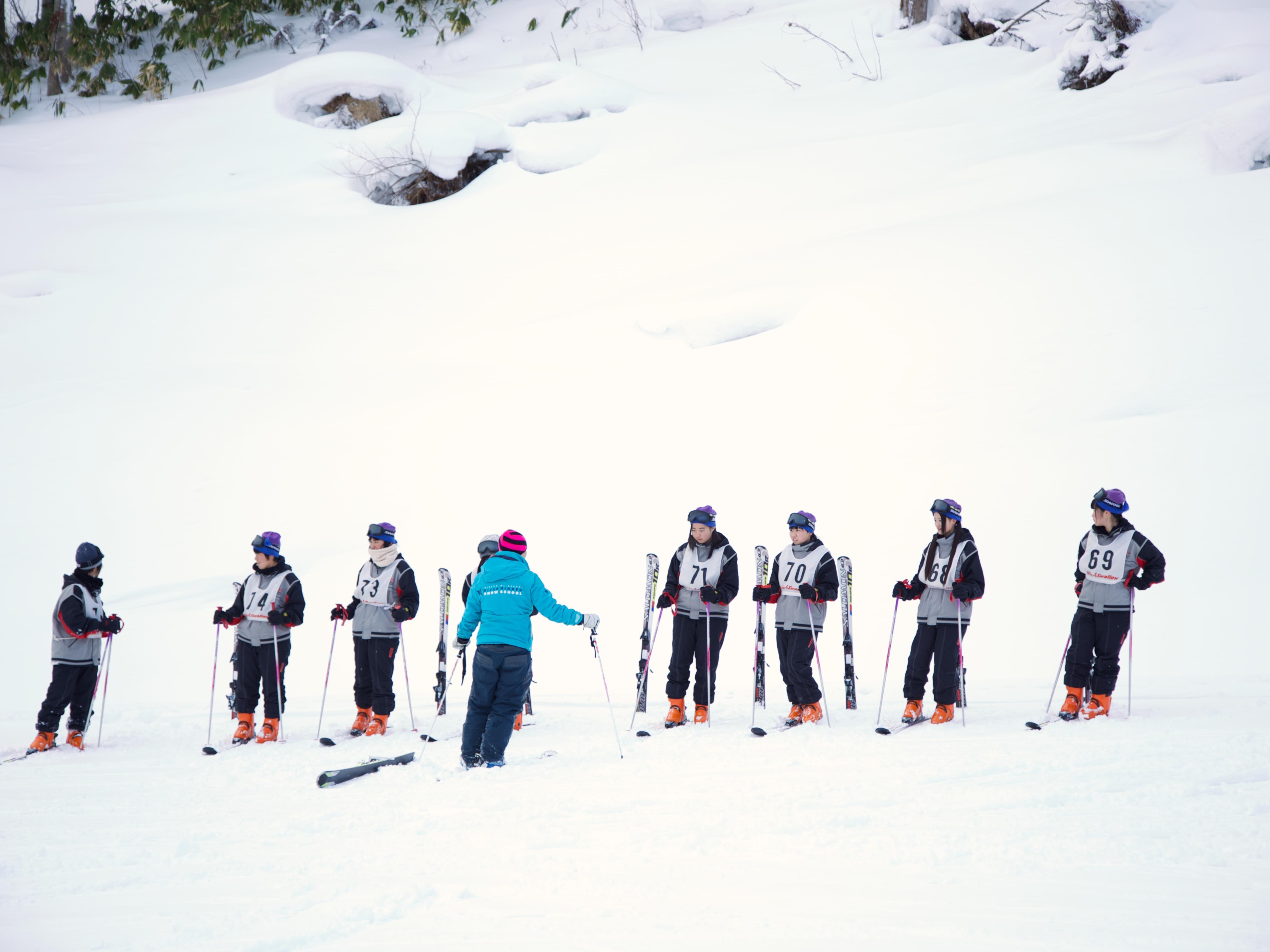 Snowboard lessons teaching in Snow school near Chatrium Niseko Japan