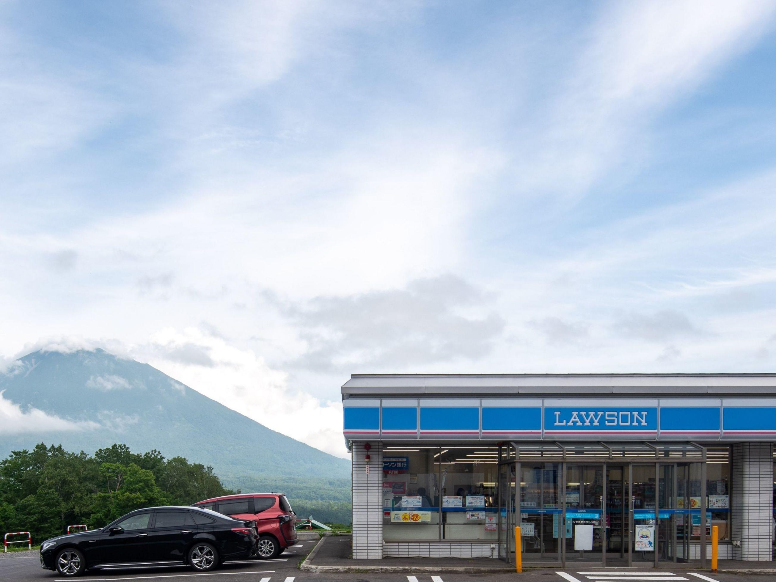 Hirafu convenience stores near Chatrium Niseko Japan