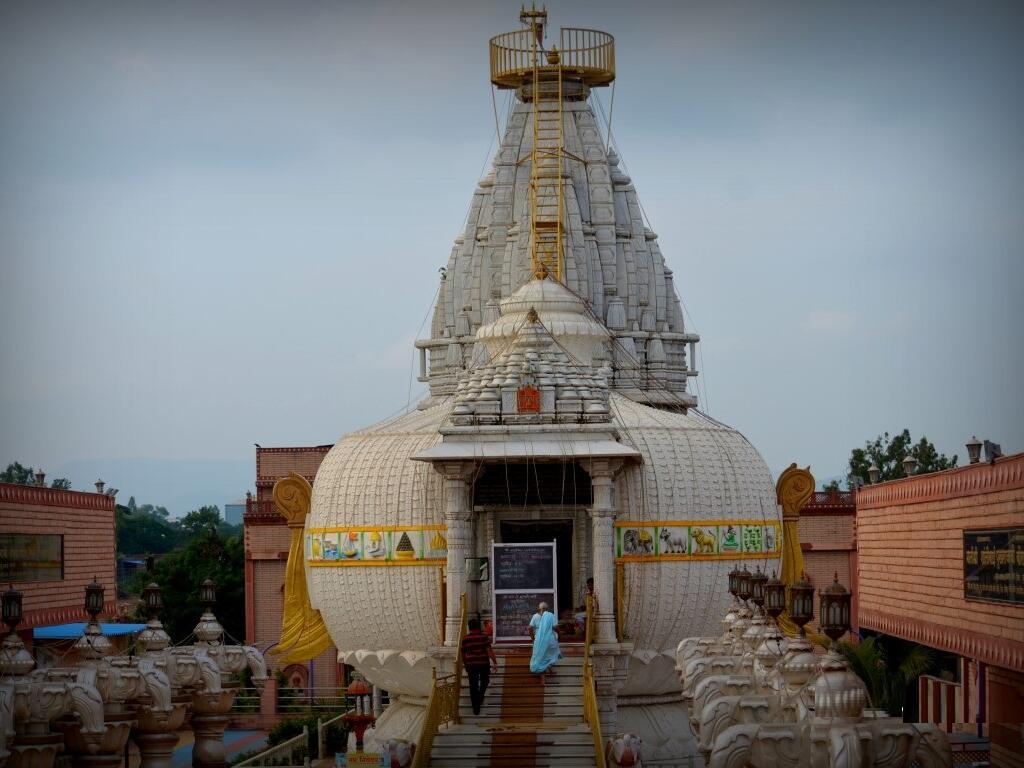 Shankheshwar Parshwnath Shwetamber Jain Kalash Mandir