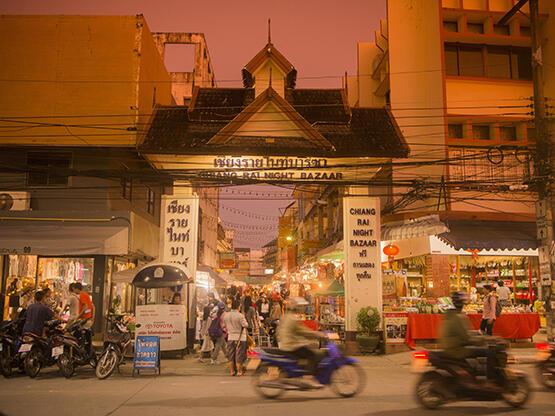 Chiang Rai Night Bazaar - HOP INN HOTEL