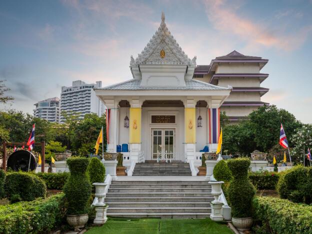 Exterior view of Wat Praram Kao Kanchanapisek near Maitria Hotel Rama 9 Bangkok