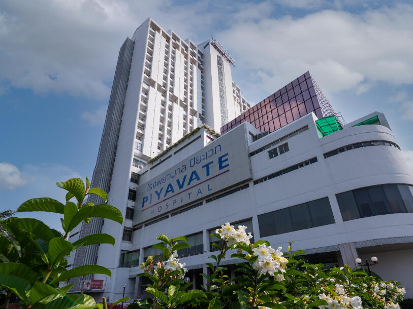 Exterior view of Piyavate International Hospital near Maitria Hotel Rama 9 Bangkok