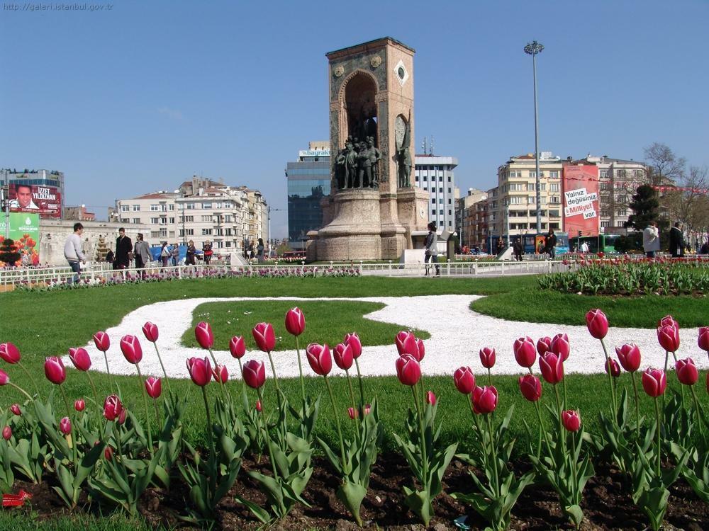 Taksim Square – Istiklal Street Eresin hotels sultanahmet