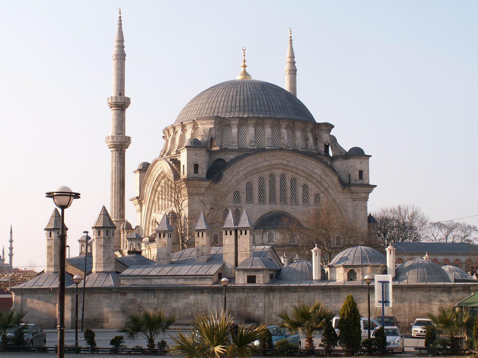 Nuruosmaniye Mosque Eresin hotels sultanahmet