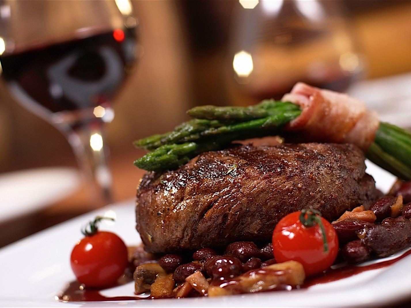 steak, mushrooms and red wine