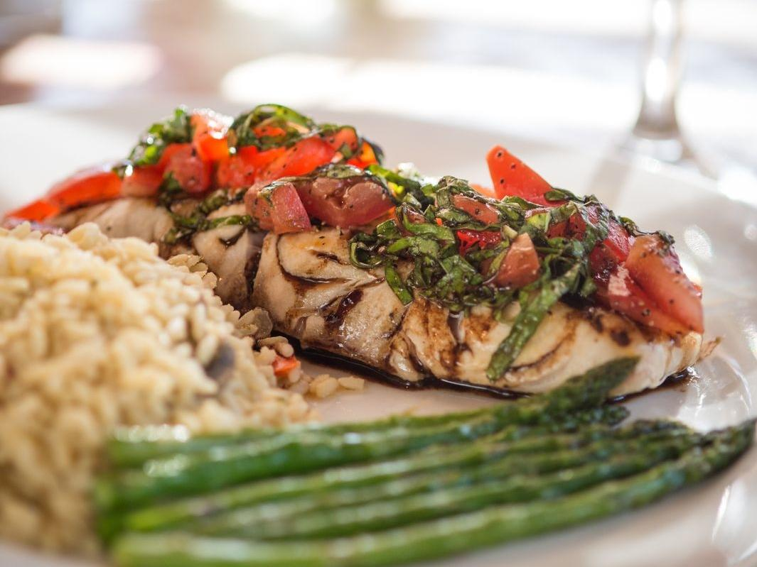 Chicken entree with brown rice and asparagus