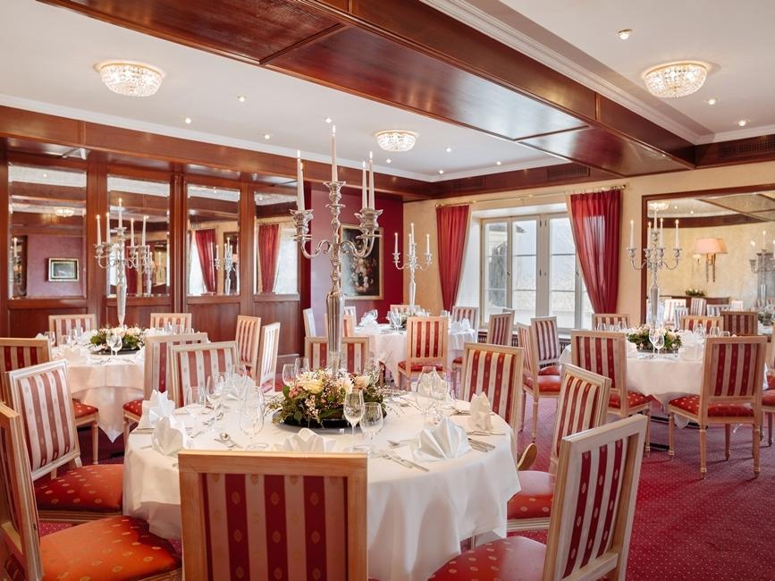 A-la-carte-Restaurants Spiegelsaal & Zirbenstube at Romantik Hotel Schloss Pichlarn