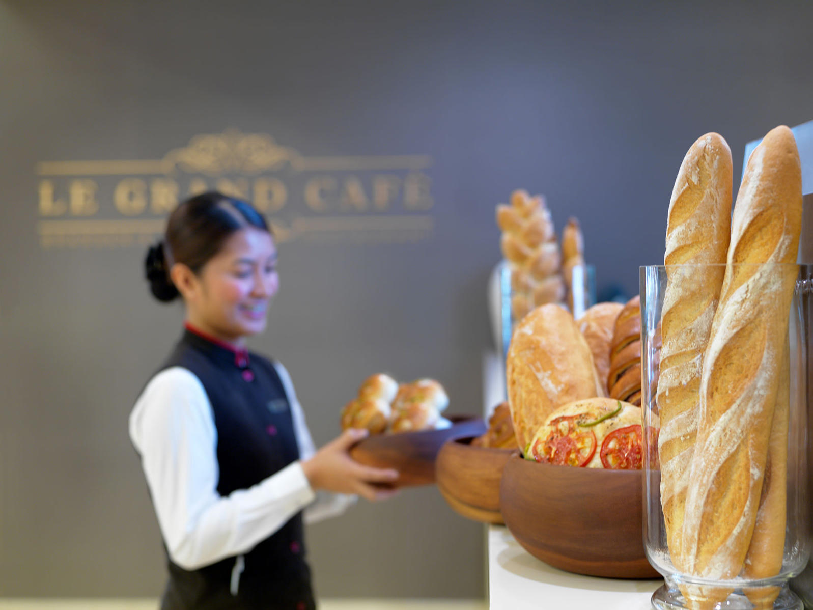 Le Grand Cafe Bread Two Seasons Hotel