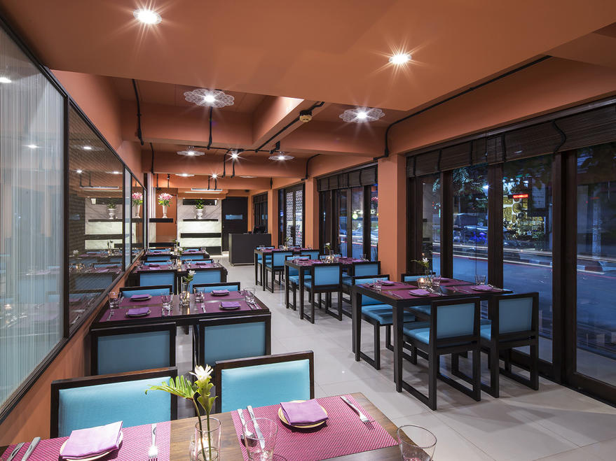 EAT Restaurant at U Hotels and Resorts