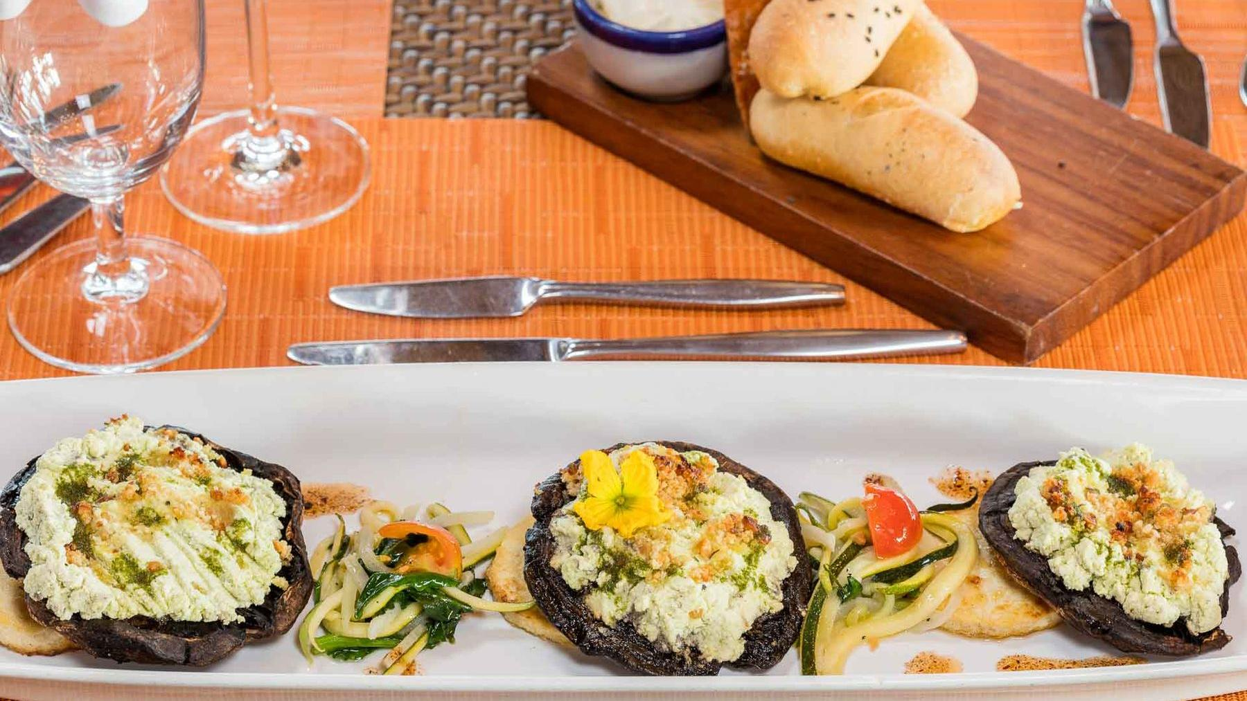 Pitayitas Dining Options