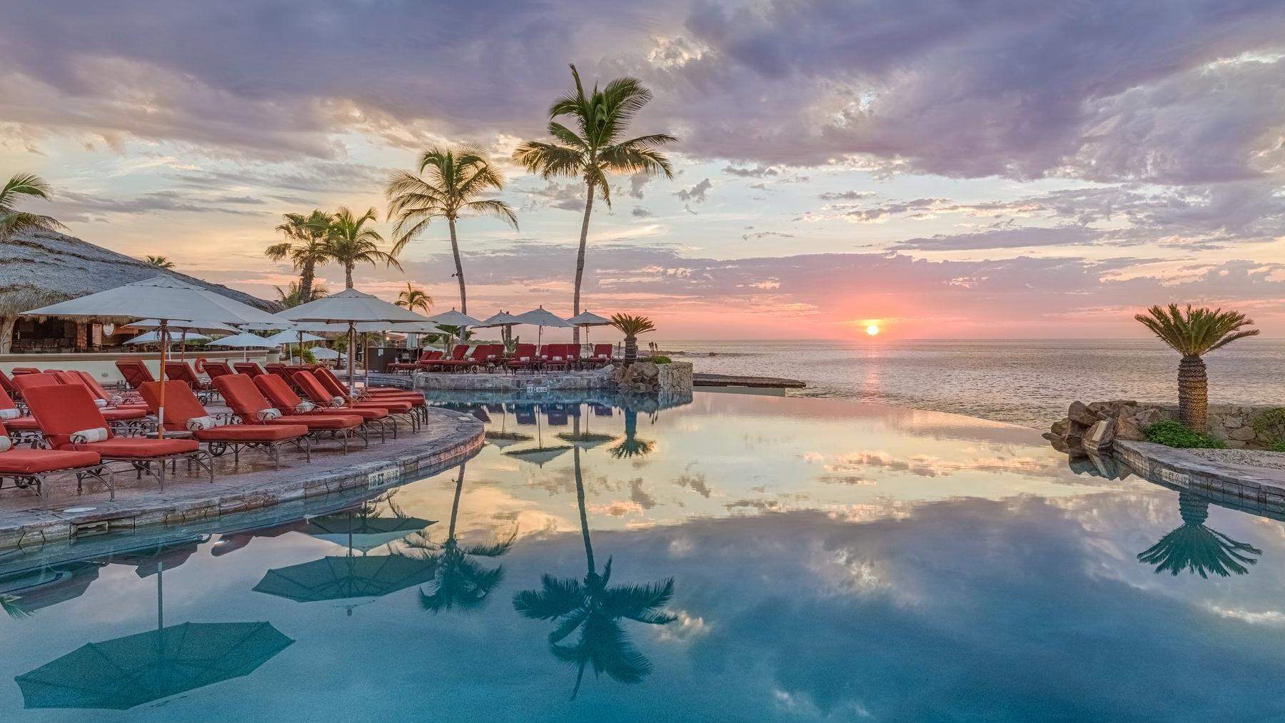 Delfines Pool Bar Sunset