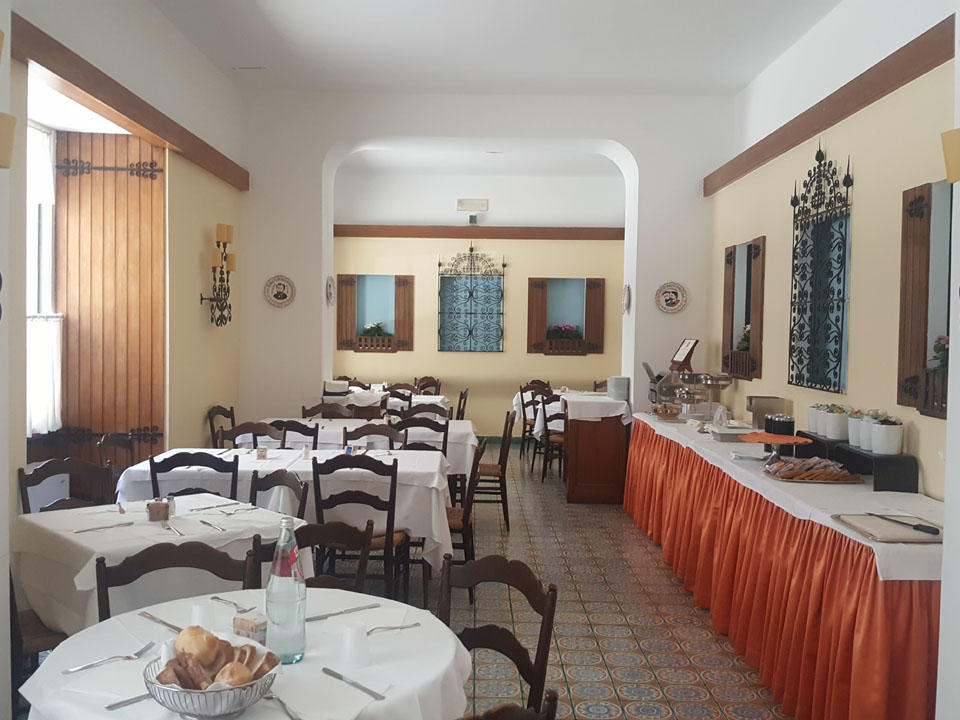 Spagnola Breaskfast Room in Bettoja Hotels Group