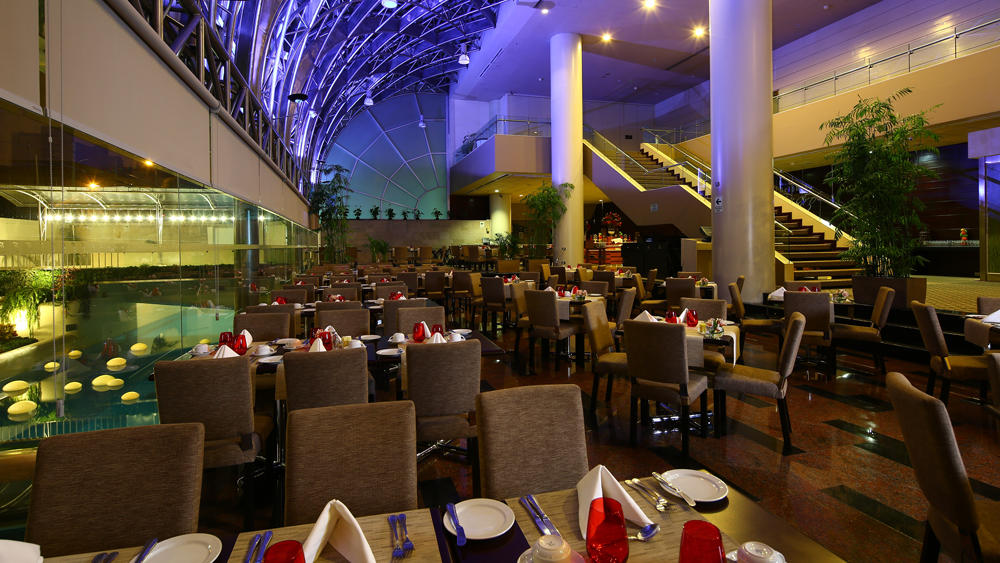 restaurante noche - restaurant at night