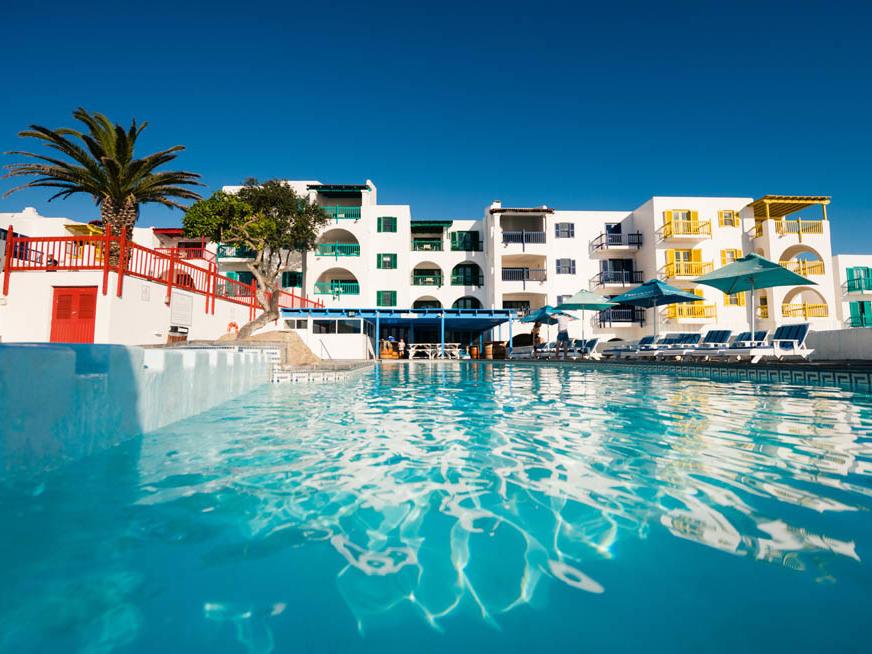 Taverina Oceanis Restaurant with swimming pool in Club Mykonos