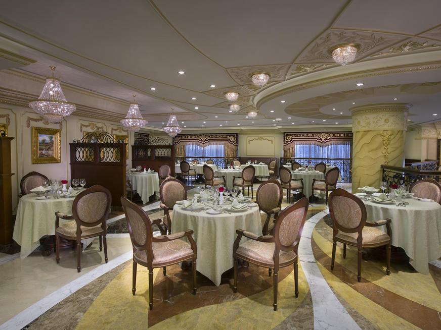 مطعم Barocco في فندق رويال روز في أبو ظبي، الإمارات العربية المتحدة