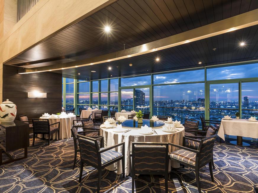 The evening city view of River Barge Restaurant at Chatrium Hotel Riverside Bangkok