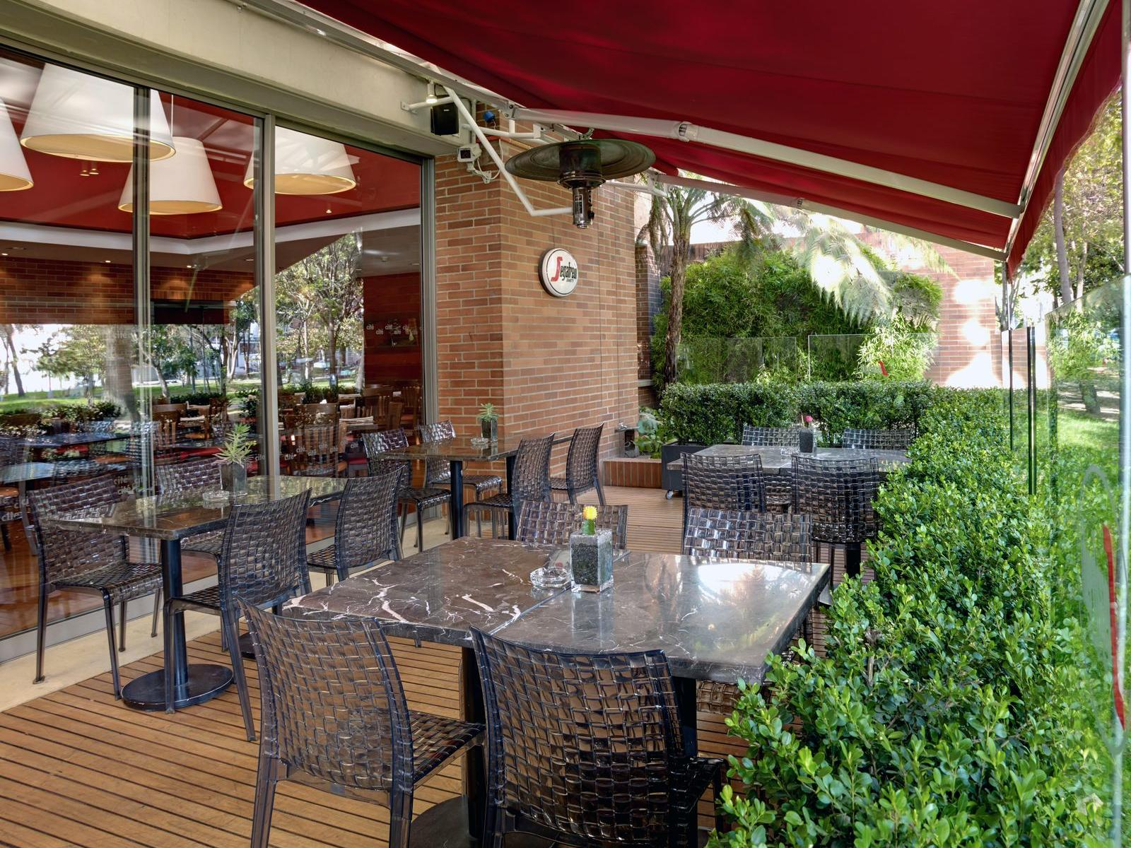 bistro outdoor seating
