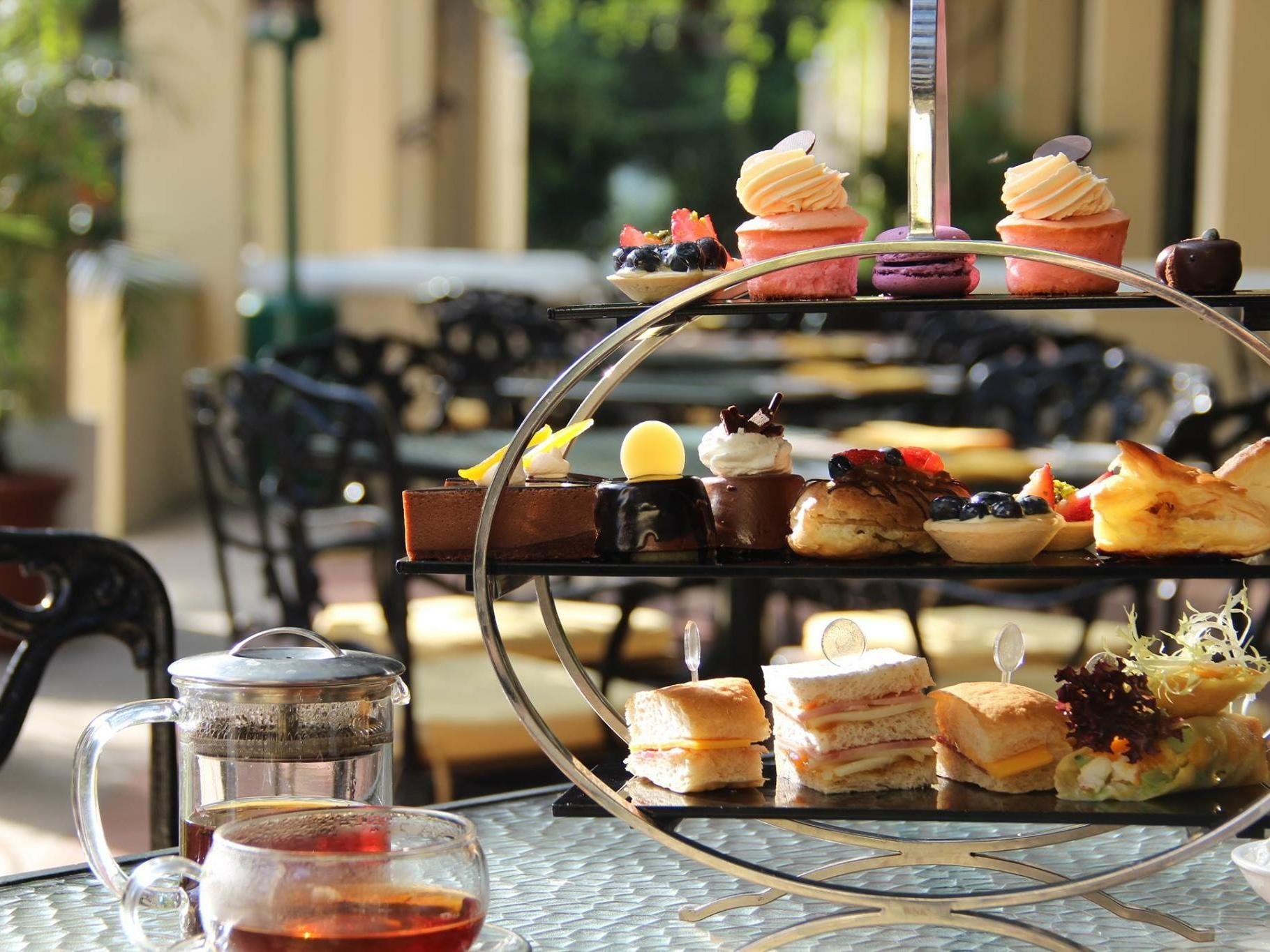 Mini cakes at Panorama Lounge at Grand Coloane Resort