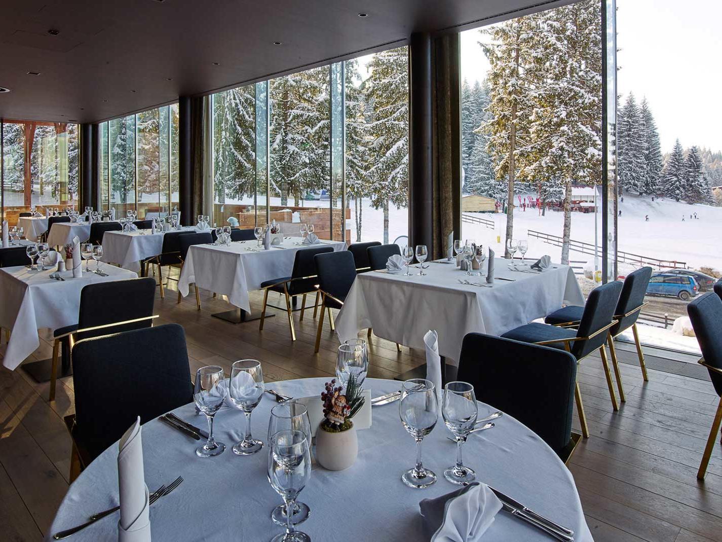 Altitude Restaurant at Ana Hotels Sport Poiana Brașov