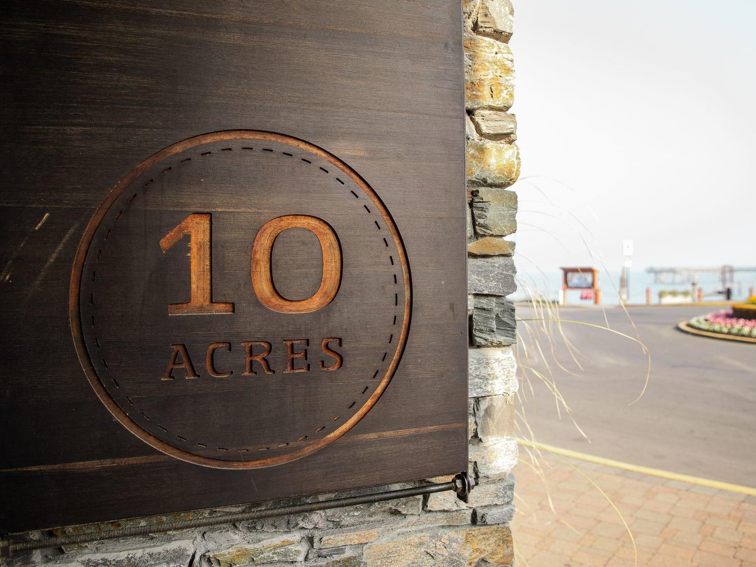 10 acres restaurant logo
