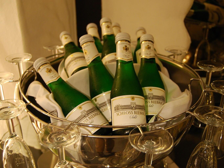 enjoy the drinks at Residenz Hotel Am Martinsberg