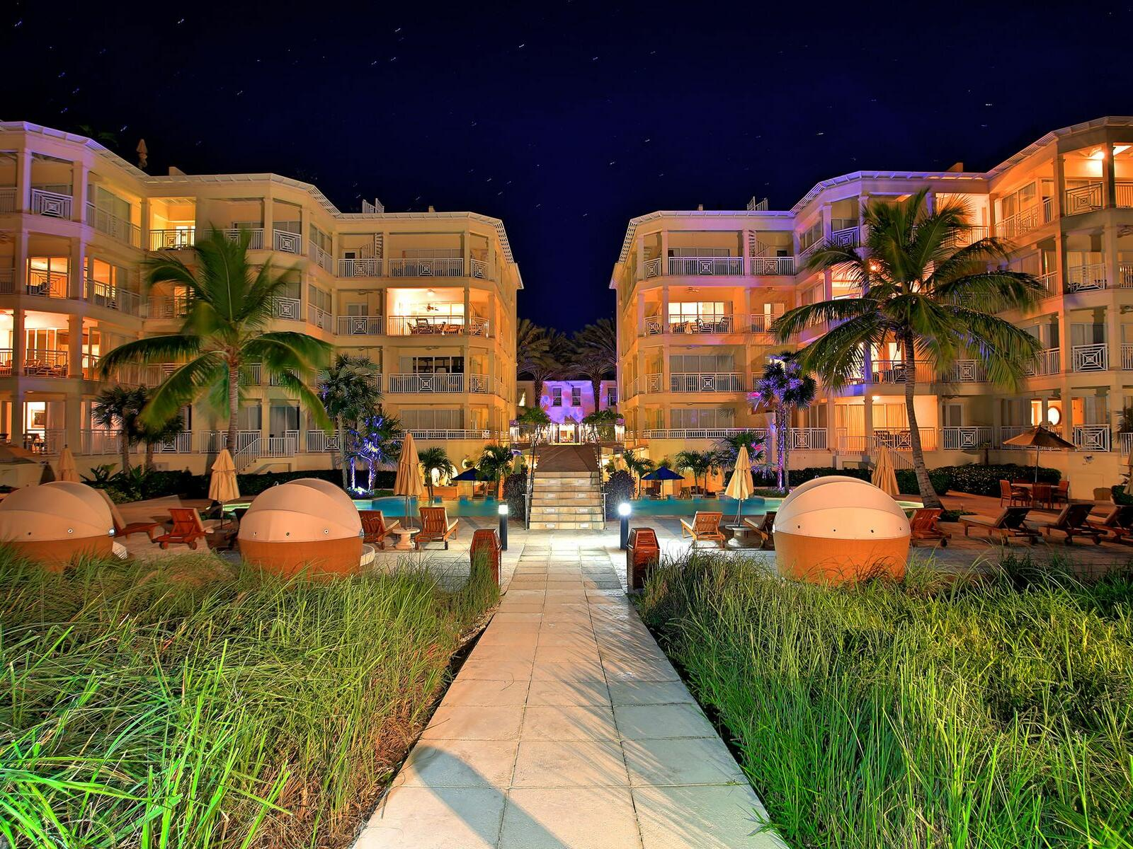 Stargazer Restuarant at night in Windsong Resort On The Reef