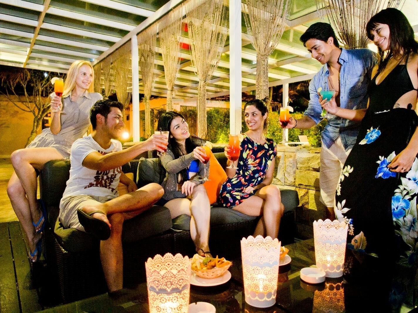 People enjoying drinks at the Cumulus Restaurant
