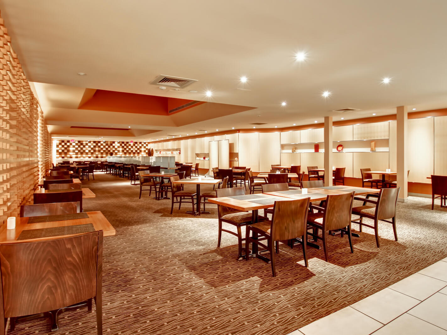 classic spacious dining area at The Inn of Waterloo