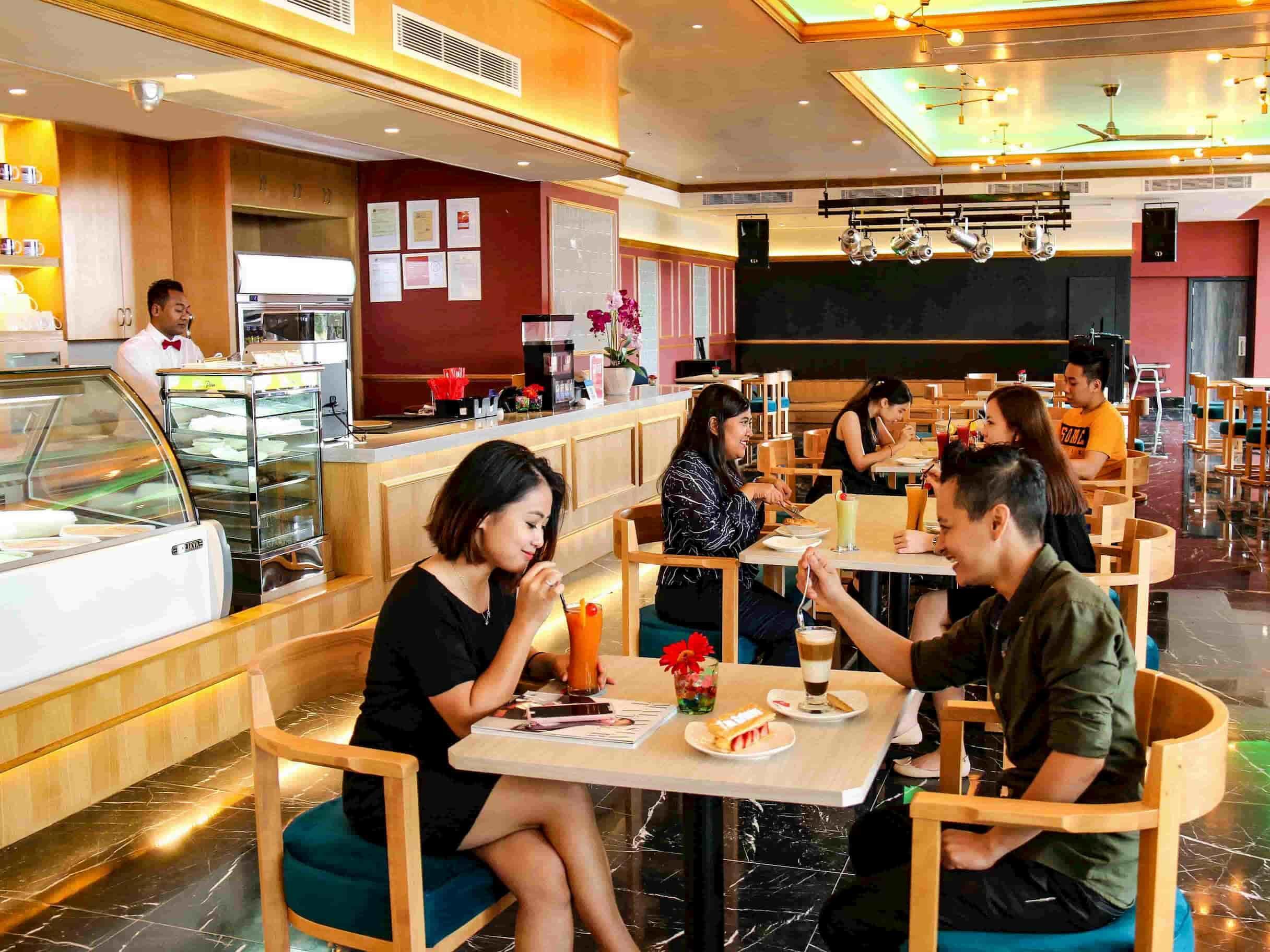 Customers enjoying tea time at Coralz Bistro, Lexis Hibiscus® Port Dickson