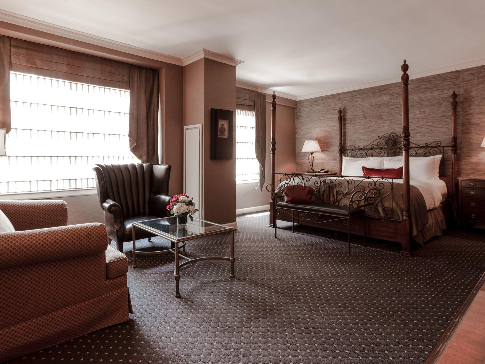 Junior suite with king bed and seating area