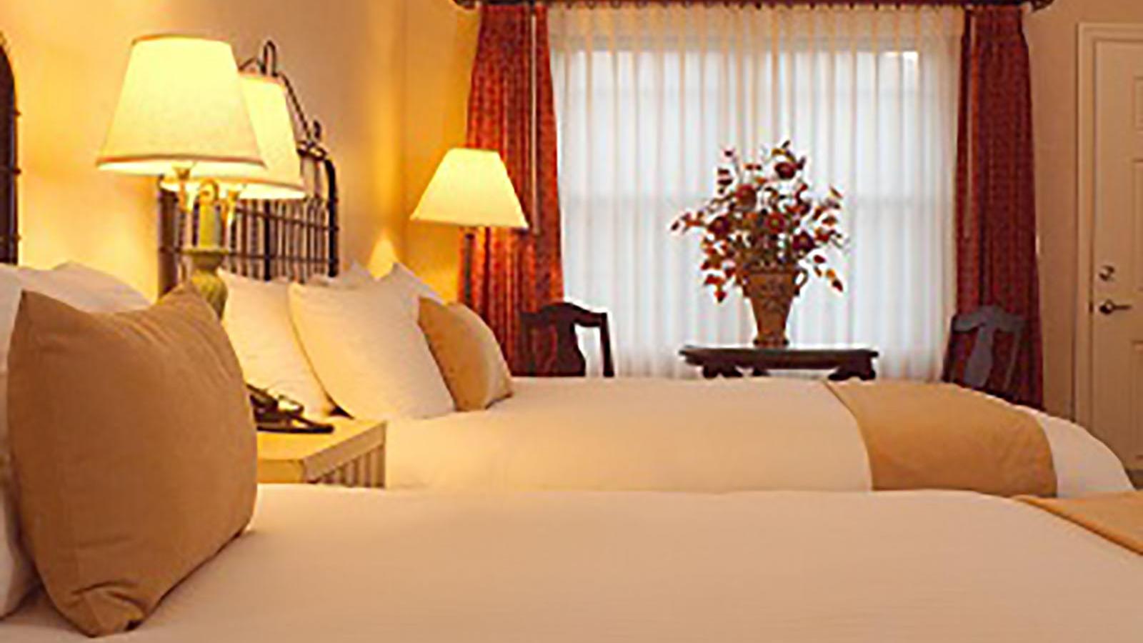 Relaxing queen beds at Oregon hotel