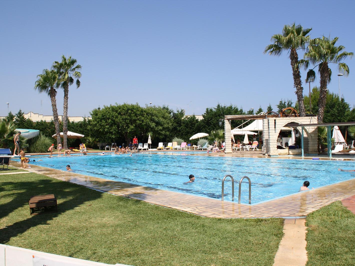 Pool | Regina Bari