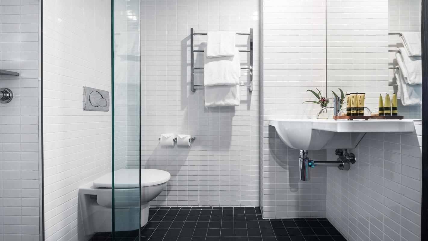 Bathroom of Deluxe Queen Room at Jasper Hotel Melbourne