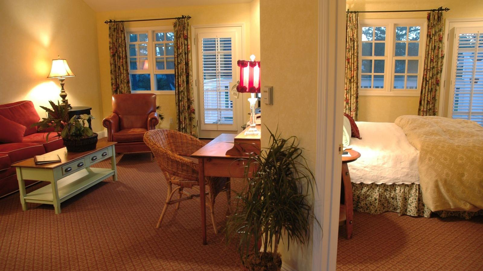 Deluxe Suite at Cambria Pines Lodge