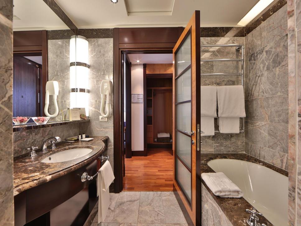 Bathroom Junior Suite | Principi Di Piemonte