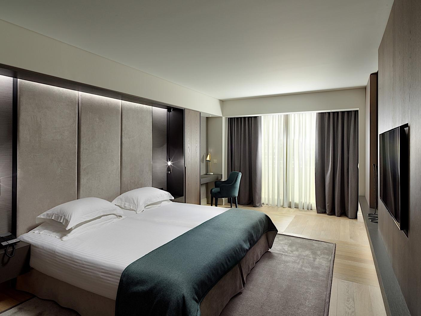 Bed Presidential Suite NJV Athens Plaza