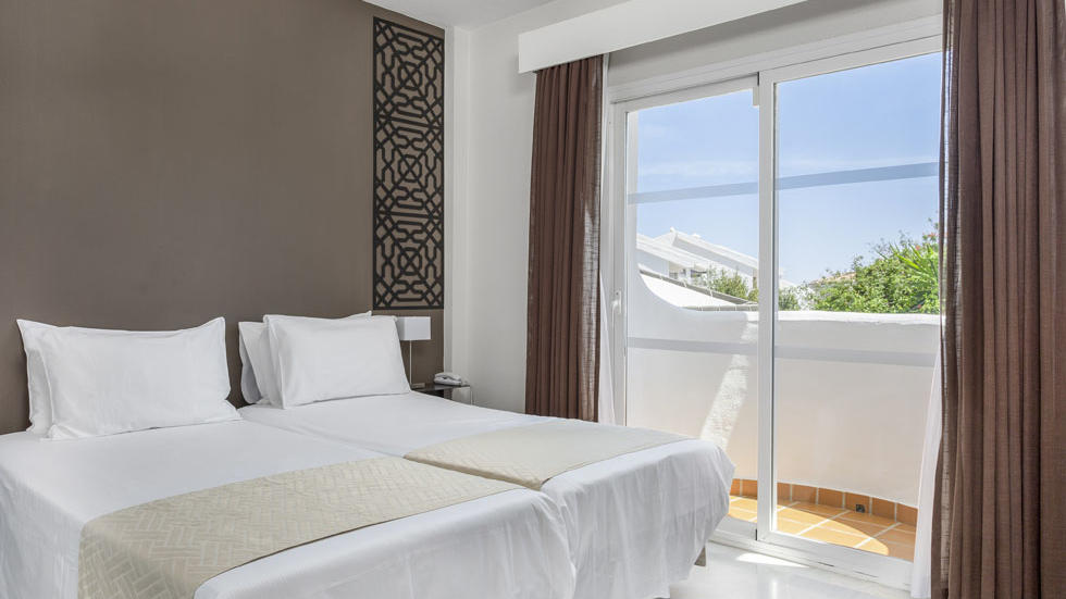 One Bedroom Apartment Bed at Sahara Sunset