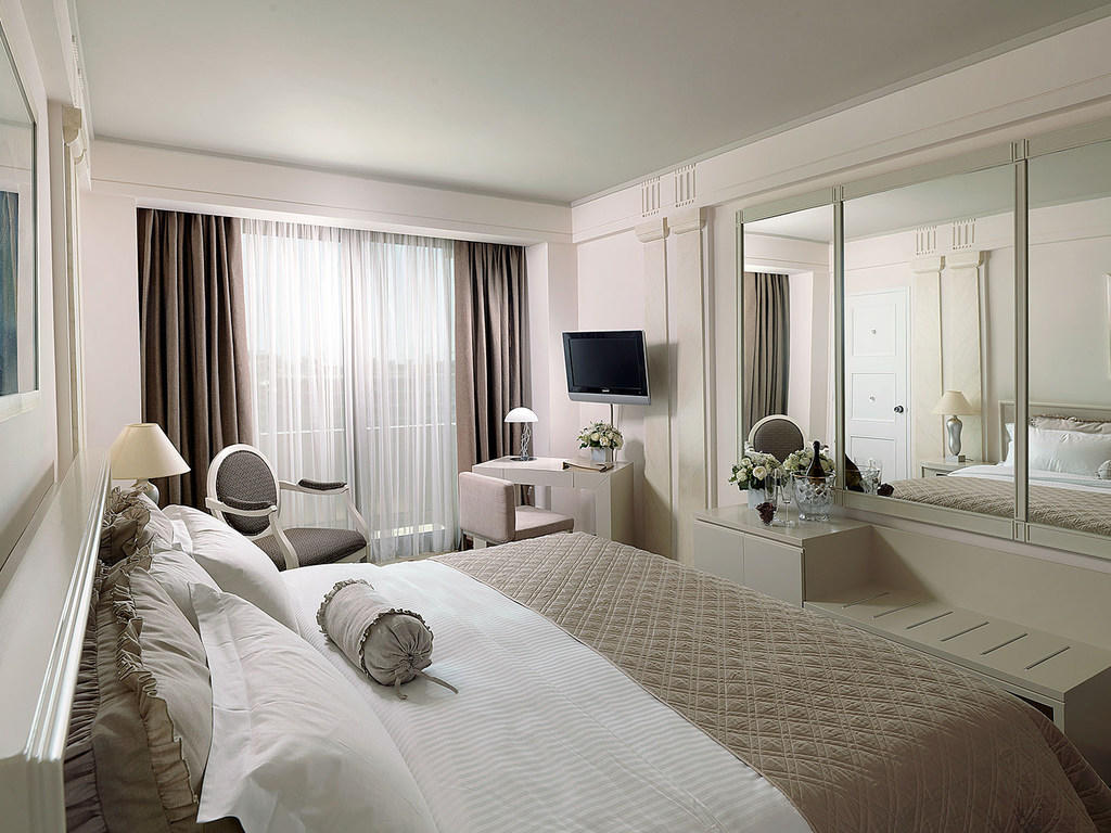 Bed Deluxe Room NJV Athens Plaza