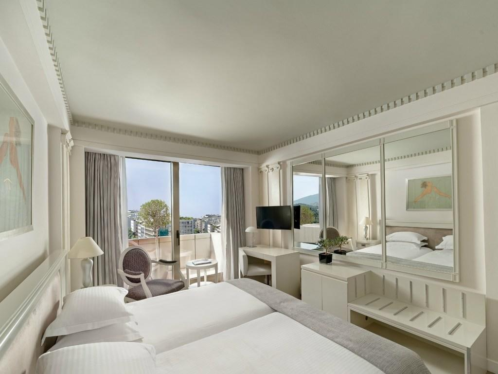 Spacious Deluxe Room NJV Athens Plaza