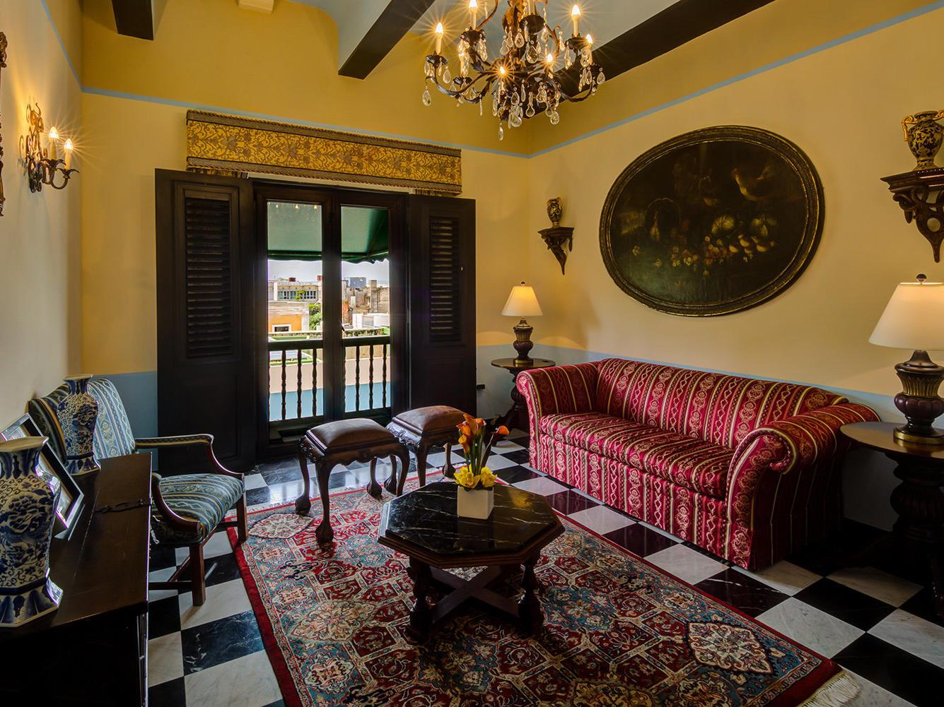 Gloria Vanderbilt Suite Living Room