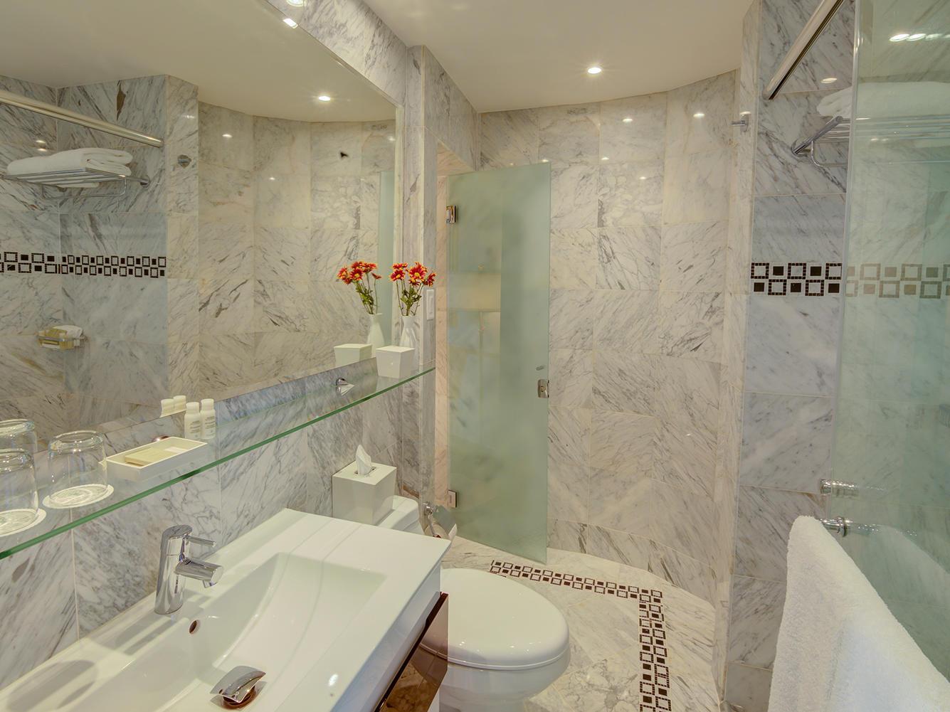 Pablo Casals Suite Bathroom