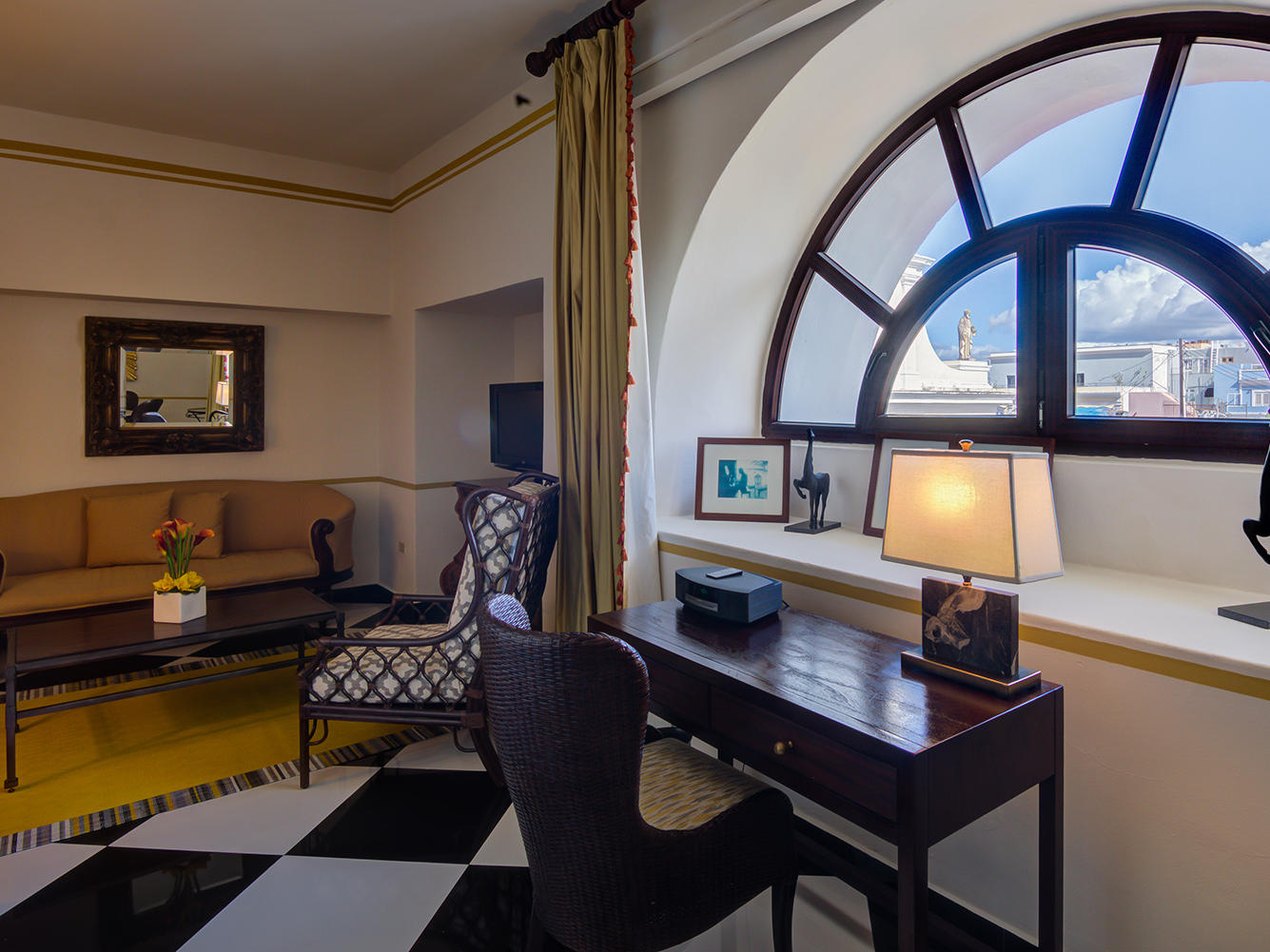 Pablo Casals Suite living room