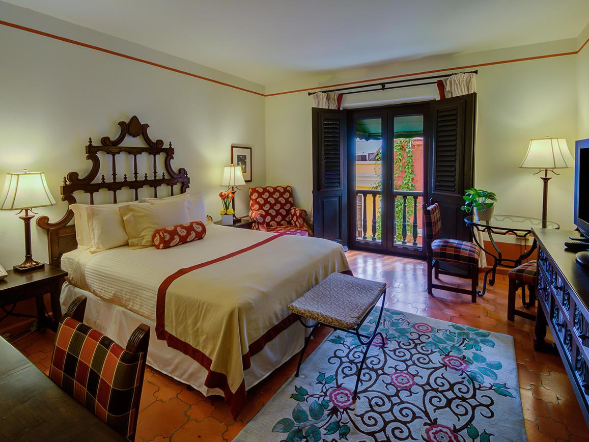 Queen Deluxe Bedroom