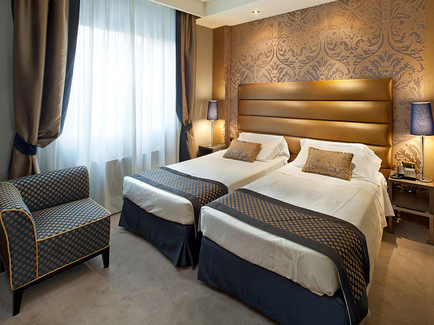 Superior Twin Room at Hotel Mozart in Milan