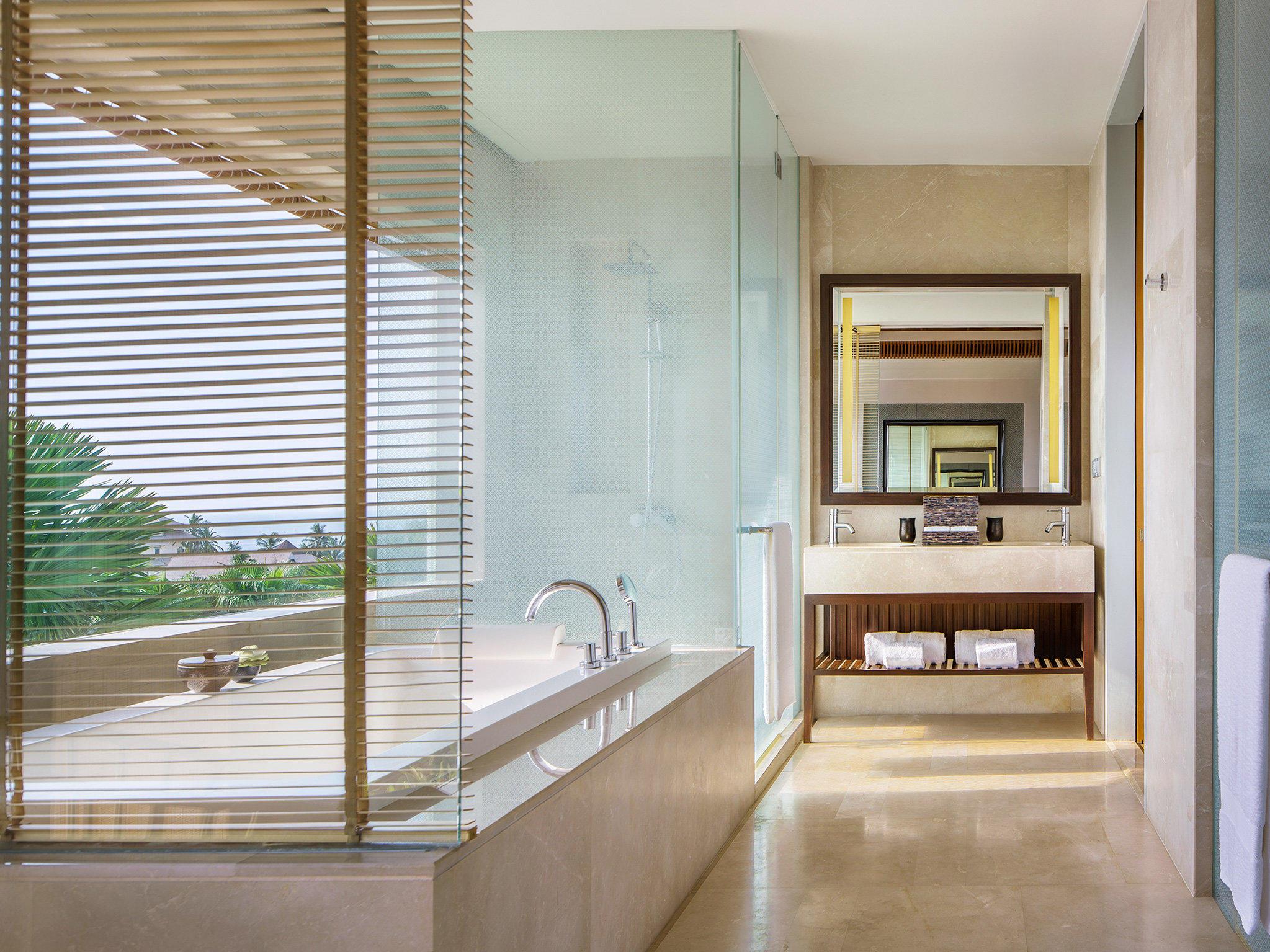 Amatara Wellness Resort - Sea View Suite bathtub