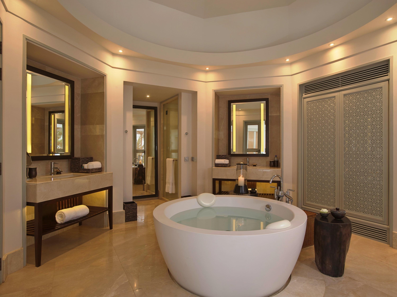 Amatara Wellness Resort - Bay View Pool Villa bathroom
