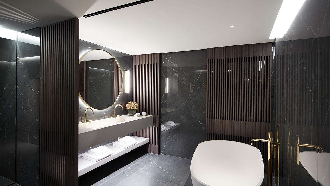 presidential suite bathroom at NJV Athens Plaza hotel