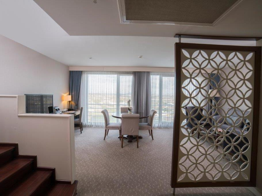 Suite at Miracle Istanbul Asia Spa & Hotel